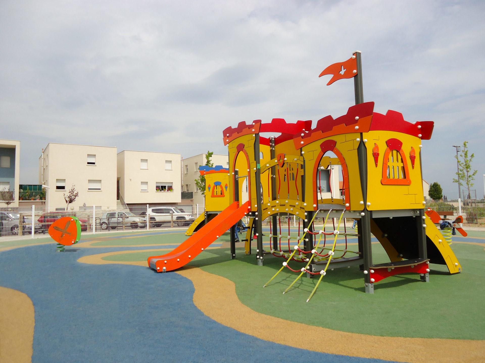 aire de jeux château fort
