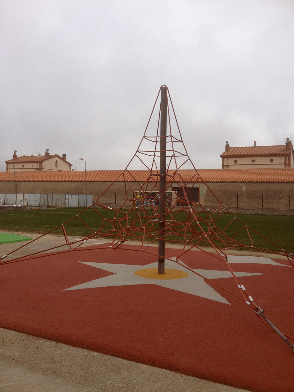 aire de jeux pyramide