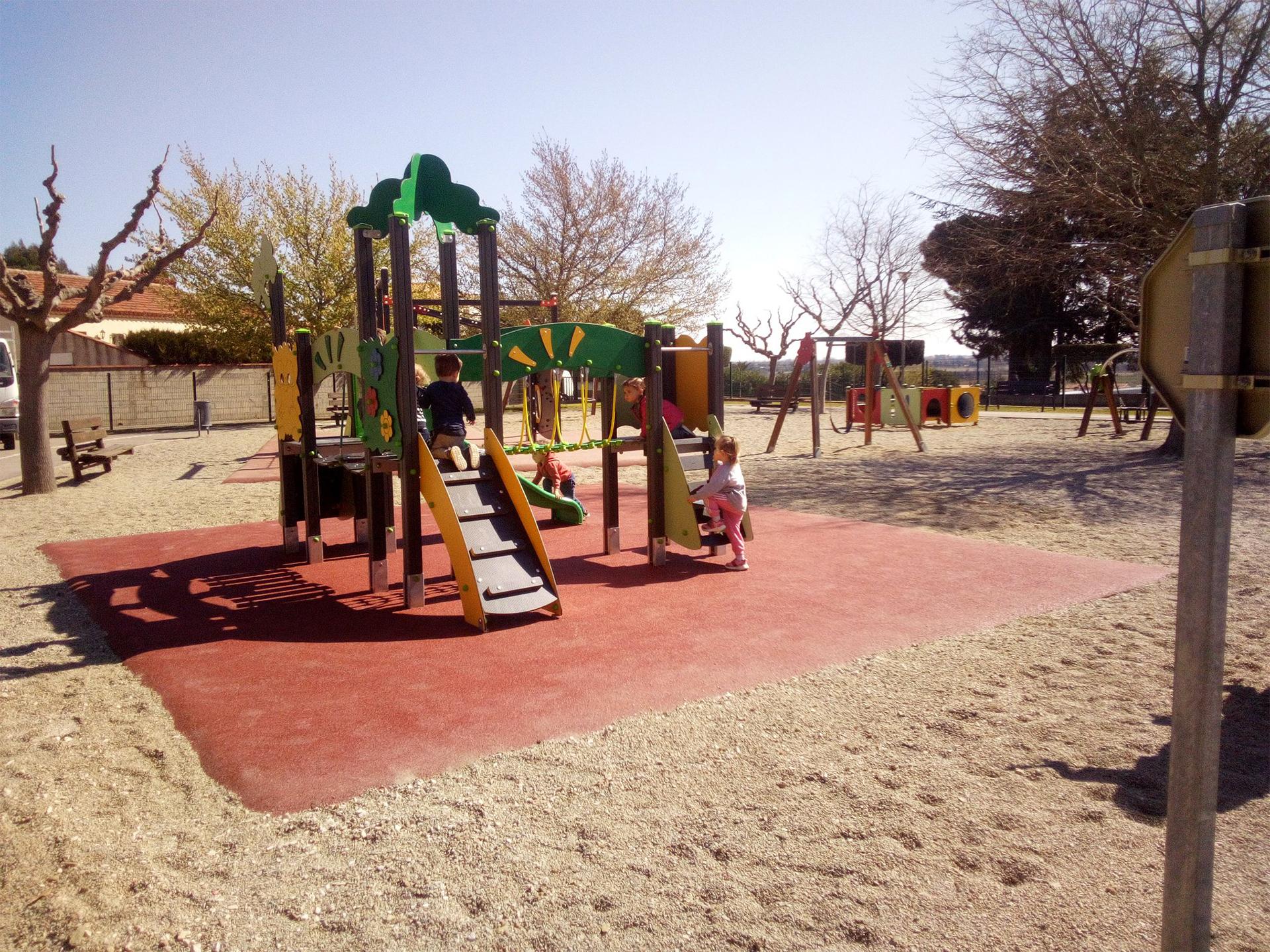 aire de jeux avec des enfants