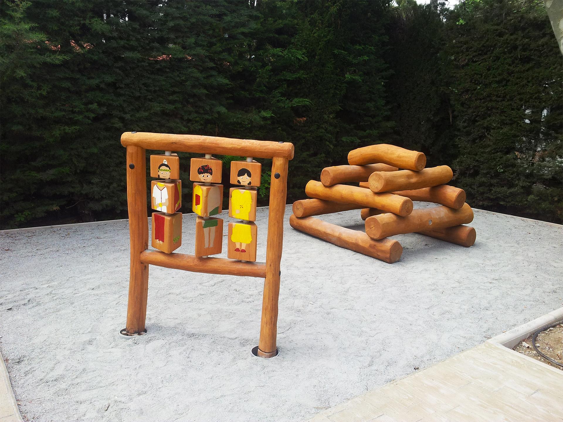 aire de jeux en rondin de bois