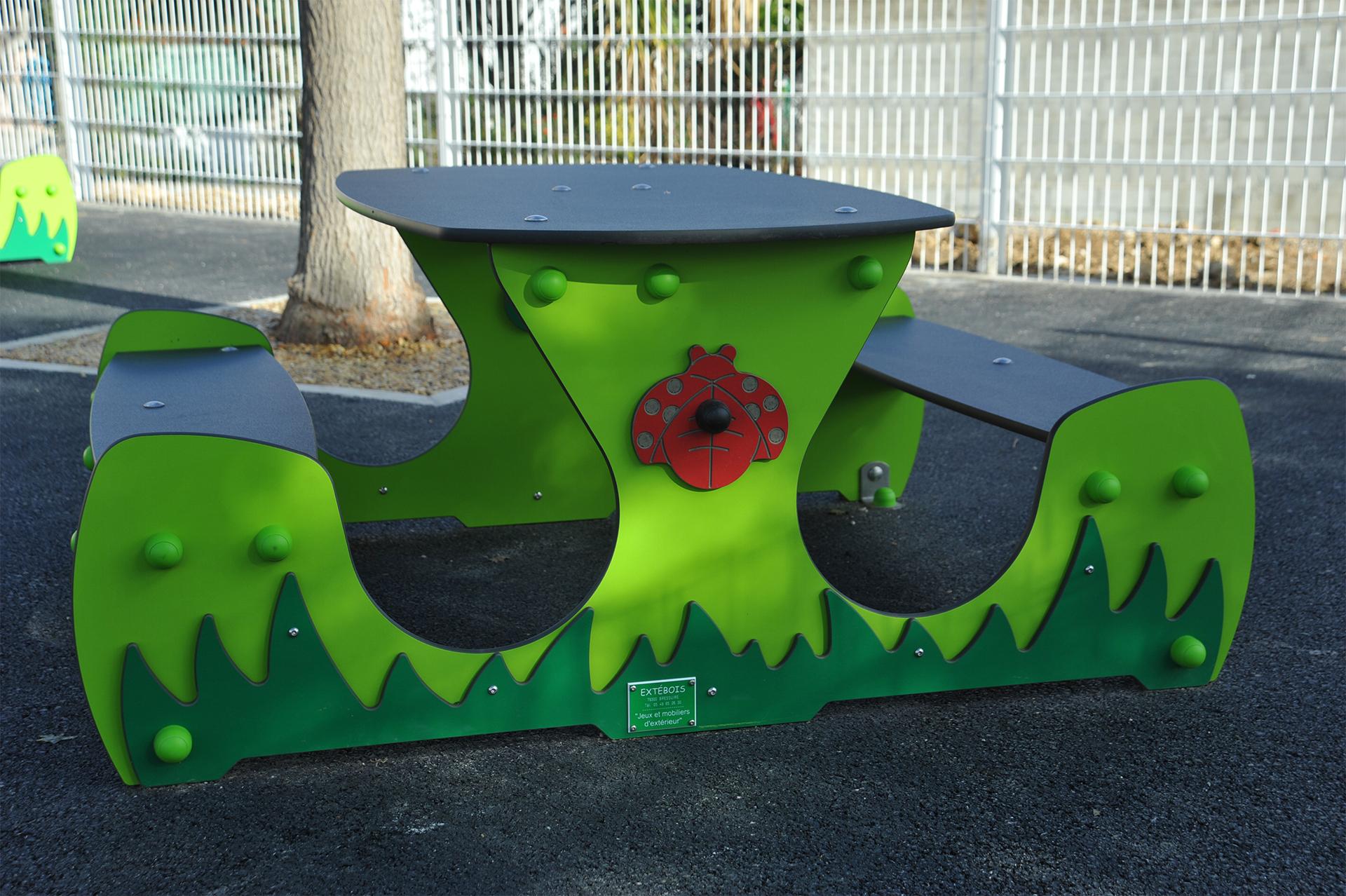 table verte pour enfants